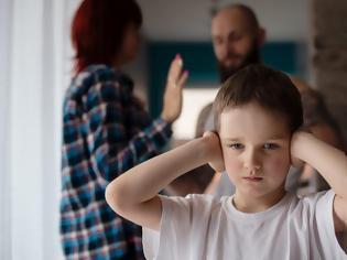 Φωτογραφία για Χωρισμός: Τα λάθη που πληγώνουν το παιδί