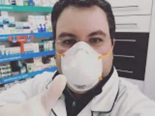 Φωτογραφία για Κορονοϊός: Η ιστορία του συγκινητικού βίντεο των φαρμακοποιών – Τι λέει ο εμπνευστής του