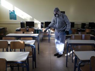 Φωτογραφία για Εξετάζεται το ενδεχόμενο να παραμείνουν κλειστά τα σχολεία - Τι θα γίνει με τις Πανελλήνιες