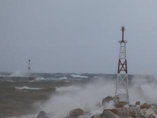 Φωτογραφία για «Σάρωσαν» οι άνεμοι: Ριπές 135 χλμ/ώρα στην Κάρυστο, 126 χλμ/ώρα στην Πεντέλη