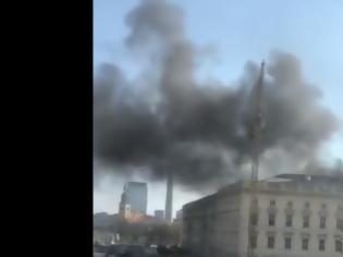 Φωτογραφία για Γερμανία: Μεγάλη πυρκαγιά στο Ανάκτορο του Βερολίνου - Ένας τραυματίας