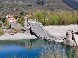 Φωτογραφία για Κατέρρευσε γέφυρα στη βόρεια Ιταλία - Τραυματίστηκαν δυο οδηγοί