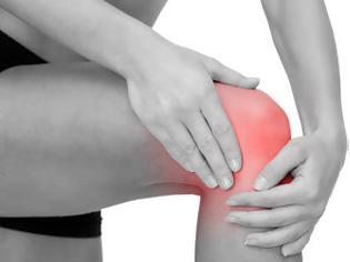 Φωτογραφία για Πόνος στο γόνατο. Που οφείλεται; Τρόποι αντιμετώπισης στο σπίτι με ασκήσεις και σωστή διατροφή
