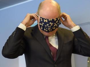 Φωτογραφία για Σάλος με τον αντιπρόεδρο του Βελγίου που δεν μπορούσε να φορέσει σωστά τη μάσκα...(video)