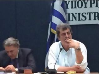Φωτογραφία για ΝΔ: Απαντά σε άρθρο του Τσίπρα με φωτογραφία του Πολάκη να καπνίζει