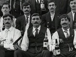 Φωτογραφία για Οι πρώτοι Έλληνες μετανάστες στις Η.Π.Α.: Τα επαγγέλματά τους, οι συνθήκες διαβίωσής τους και το πογκρόμ της Κου Κλουξ Κλαν(1909)