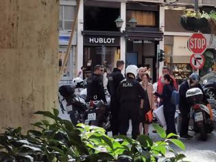 Φωτογραφία για «Ξαναχτυπά» η «συμμορία του λεκέ» - Ξάφρισε Κινέζες με Louis Vuitton στο Κολωνάκι