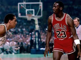 Φωτογραφία για Ο Μάικλ Τζόρνταν πουλάει ακόμα: Φορεμένα, υπογεγραμμένα «Air Jordan»... έπιασαν 560.000 δολάρια σε δημοπρασία!