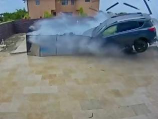 Φωτογραφία για Σώθηκαν από τη βροχή (VIDEO)