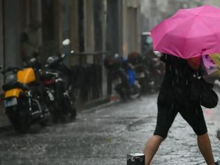 Φωτογραφία για Ισχυρή καταιγίδα «σαρώνει» αυτή την ώρα την Αθήνα
