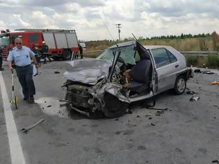 Φωτογραφία για Λάρισα ...Αυτοκίνητο συγκρούστηκε με φορτηγό
