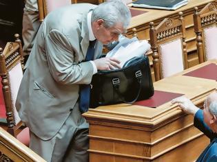 Φωτογραφία για Δημήτρης Παπαγγελόπουλος: Από την ΕΥΠ του Καραμανλή, σύριζα στο Ειδικό Δικαστήριο