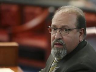 Φωτογραφία για Δικαστής στις ΗΠΑ απολύθηκε για αυτό που είπε σε θύμα βιασμού