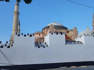 Φωτογραφία για Προκλητικός ξανά ο Ερντογάν: Προσκύνημα και ανάγνωση προσευχής στην Αγία Σοφία