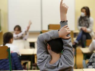 """Φωτογραφία για """"Πρώτο κουδούνι"""" μετά από 2,5 μήνες: Βοήθησε το κλείσιμο των σχολείων στον περιορισμό του κορωνοϊού;"""