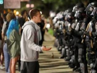 Φωτογραφία για ΗΠΑ..Λεηλασίες, επεισόδια, απαγόρευση κυκλοφορίας ενώ όλοι ζητούν δικαιοσύνη