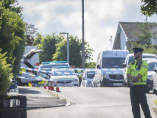 Φωτογραφία για Βρετανία: Έκοψε το λαιμό της κόρης και της γυναίκας του και το έβαλε στα πόδια