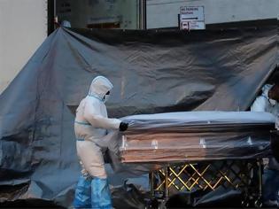 Φωτογραφία για ΗΠΑ: Άλλοι 919 θάνατοι το τελευταίο 24ωρο - Φόβοι για αναζωπύρωση