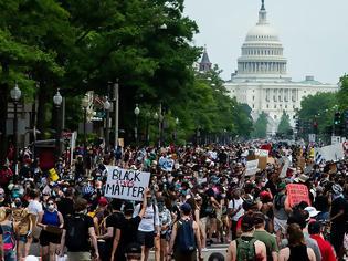 Φωτογραφία για «Βράζει» η Ουάσινγκτον για τον Τζορτζ Φλόιντ: Χιλιάδες διαδηλωτές στους δρόμους