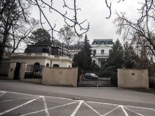 Φωτογραφία για Κρίση στις σχέσεις Τσεχίας - Ρωσίας: Απελάθηκαν δύο υπάλληλοι της Ρωσικής πρεσβείας στην Πράγα