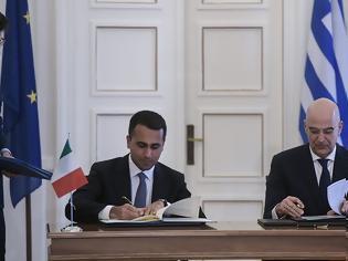 Φωτογραφία για Πώς έκλεισε η ιστορική συμφωνία οριοθέτησης ΑΟΖ Ελλάδας-Ιταλίας