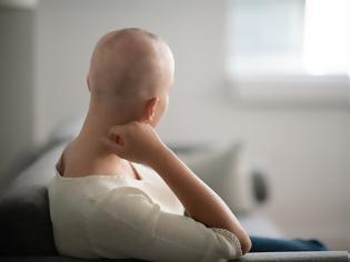 Φωτογραφία για Σχέση καρκίνου και κοροναϊου. Πώς επιδρά σε ασθενείς που παίρνουν χημειοθεραπεία ή αντικαρκινικές θεραπείες