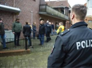 Φωτογραφία για Γερμανία: Συγκρούσεις αστυνομικών με κατοίκους που είχαν τεθεί σε καραντίνα