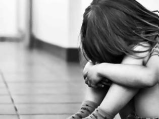 Φωτογραφία για Συγκλονίζει η μητέρα της 9χρονης που λιποθύμησε από την πείνα : Ζουν με 168 ευρώ κάθε δύο μήνες;