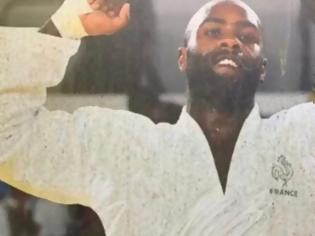 Φωτογραφία για Σάλος στη Γαλλία: Ρατσιστικά μηνύματα σε αφίσες μαύρων Γάλλων Ολυμπιονικών