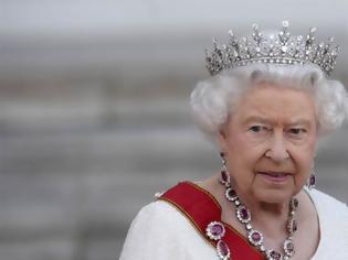 Φωτογραφία για Τι έπαθε πρώην συνεργάτης του Ομπάμα όταν πήγε να αγγίξει την τσάντα της βασίλισσας Ελισάβετ