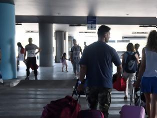 Φωτογραφία για Κορωνοϊός: Εισαγόμενο το 1 στα 3 κρούσματα την τελευταία εβδομάδα -Οι Ενοπλες Δυνάμεις αναλαμβάνουν τα τεστ στα νησιά