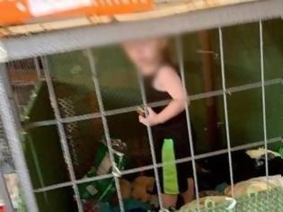 Φωτογραφία για «Μητέρα» άφησε το μωρό της σε σιδερένιο κλουβί ανάμεσα σε φίδια και ποντίκια