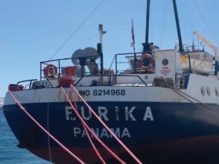 Φωτογραφία για Μύκονος: Καράβι «μπλοκάρει» το παλιό λιμάνι - Έντονες αντιδράσεις
