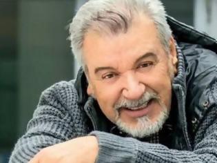 Φωτογραφία για Τάσος Χαλκιάς: Ο πατέρας μου δεν ερχόταν να με δει στο θέατρο, ήρθε μετά από 28 χρόνια