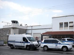 Φωτογραφία για Φυλακές Κορυδαλλού: Σουβλάκια, σεξ και... μεθύσια - Ο ρόλος του Αντώνη του Άραβα