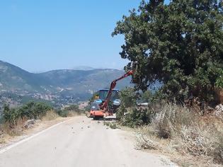 Φωτογραφία για Αγράμπελο Ξηρομέρου: Καθαρισμοί από χόρτα στους κοινόχρηστους χώρους από μηχάνημα του Δήμου Ξηρομέρου.