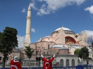 Φωτογραφία για Αγιά Σοφιά: Κόκκινο χαλί 14.000 τετραγωνικών μέτρων ετοιμάζουν οι Τούρκοι για να μετατραπεί σε τζαμί