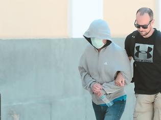 Φωτογραφία για Ψυχρός και αμετανόητος, ο 44χρονος καθηγητής...Αποπλάνηση 14χρονης στην Ηλιούπολη: O «κύριος καθηγητής» το 'παιζε πατέρας (βοηθούσε και στα... μαθήματα)