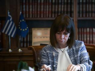 Φωτογραφία για Αφιέρωμα Spiegel στη ΠτΔ: Πρόεδρος για την οποία μπορεί κανείς να είναι περήφανος