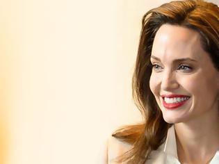 Φωτογραφία για Angelina Jolie: «Δεν μπορεί να υπάρξει ειρήνη αν δεν σεβαστούμε τα δικαιώματα των γυναικών»