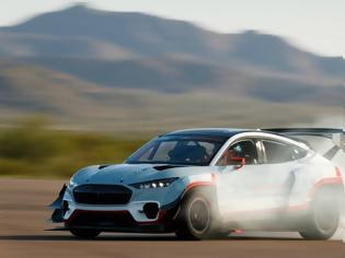 Φωτογραφία για Ford Mustang καίει λάστιχα με 1.400 ίππους! Video