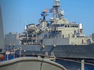 Φωτογραφία για Καστελόριζο-Θερμό επεισόδιο: Το ελληνικό «θαλάσσιο τείχος» συνέβαλε στην απόσυρση των τουρκικών πολεμικών πλοίων