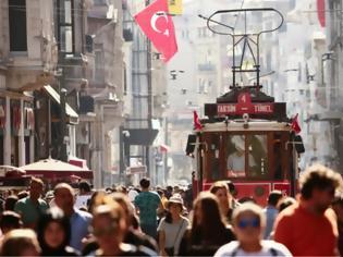 Φωτογραφία για Χιλιάδες Έλληνες τουρίστες στην Τουρκία παρά τις προκλήσεις Ερντογάν