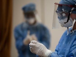 Φωτογραφία για Κορωνοϊός: Οι ψηλοί άνθρωποι διατρέχουν διπλάσιο κίνδυνο να νοσήσουν τον ιό, λέει νέα έρευνα