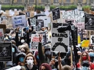 Φωτογραφία για Δεκάδες χιλιάδες αρνητές της πανδημίας διαδηλώνουν σήμερα στο Βερολίνο