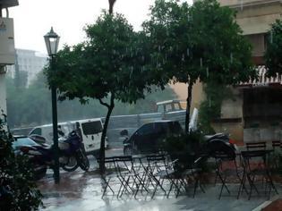 Φωτογραφία για Καταιγίδες σημειώνονται το απόγευμα του Σαββάτου στην Αττική, παρά το κύμα ζέστης σε όλη τη χώρα