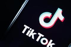 Τραμπ: Απαγορεύει τώρα και το TikTok