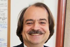 Γ.Ιωαννίδης: Ο αιρετικός επιδημιολόγος που «παρέσυρε» τον Τραμπ