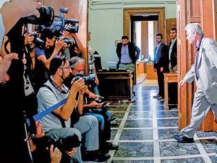 Φωτογραφία για Novartis- Πόρισμα Ζαχαρή: «Mε ψευδή και κατασκευασμένα στοιχεία η δίωξη στους δέκα πολιτικούς»