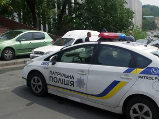 Φωτογραφία για Συναγερμός στο Κίεβο: Άνδρας απειλεί να ανατινάξει τράπεζα με βόμβα